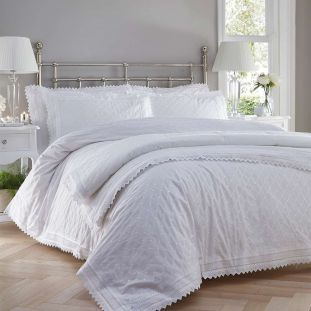 Balmoral Traditional Quilted Throwover White