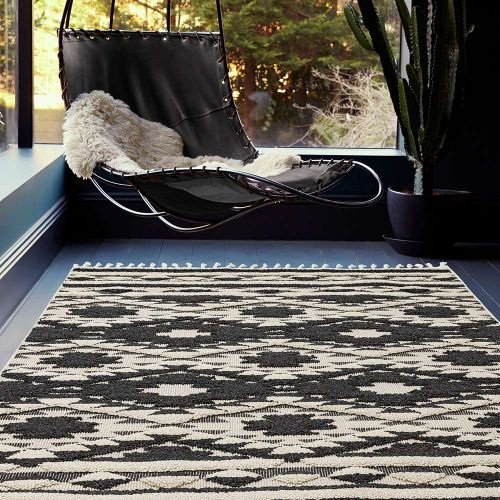Taza TA04 Black Geometric Thin Fringed Rug
