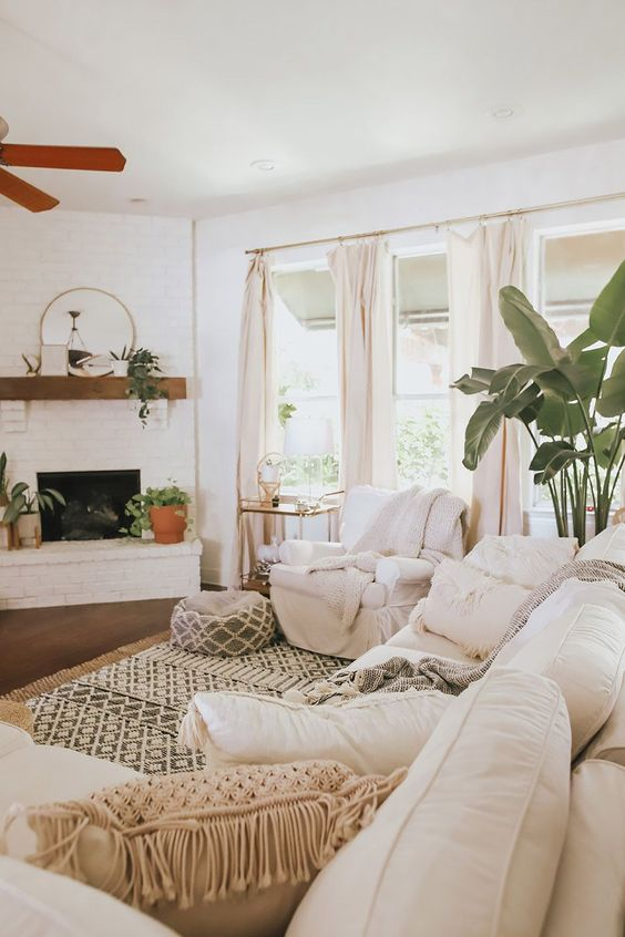 Bogemian design living room with a large Moroccan rug